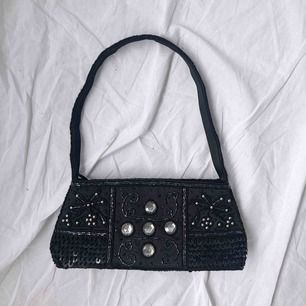 Söt liten väska ☀️ köparen står för frakten☀️ fast pris, svarar ej på prutningar ☀️