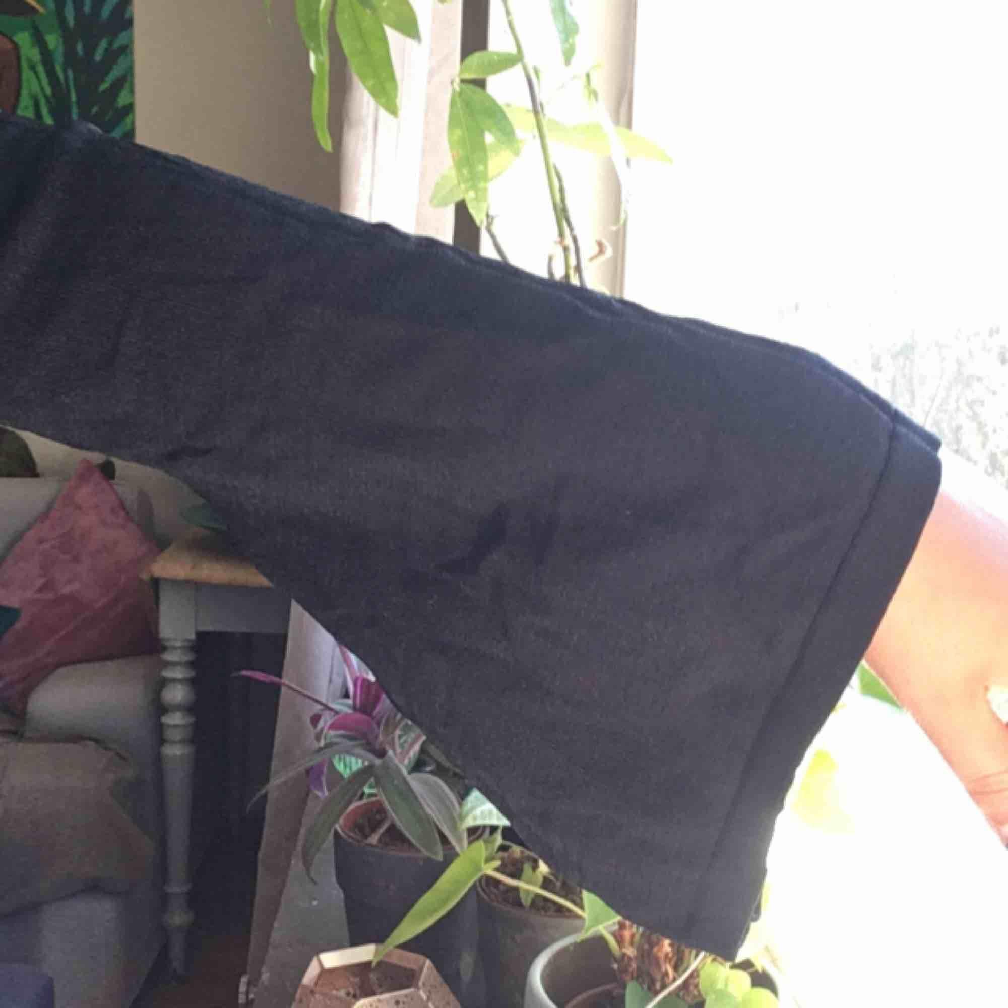 Svart magtröja från Missguided i skönt tyg. Frakt på 40 kr tillkommer :) . Toppar.