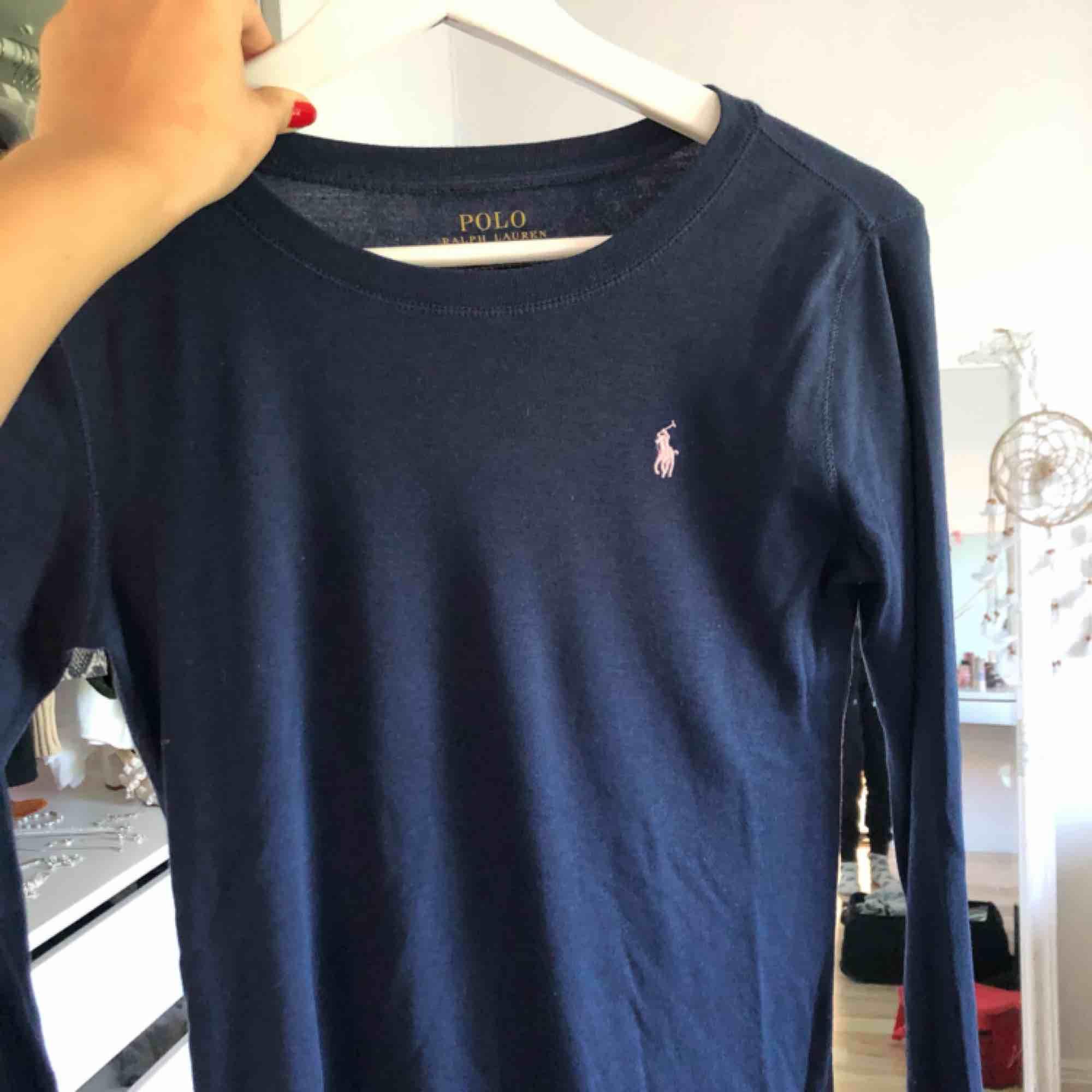 FRAKT INGÅR! Äkta Ralph Lauren tröja, använd 2-3 ggr! . Toppar.