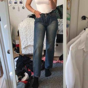 Coola och annorlunda jeans i lite vintage stil😊