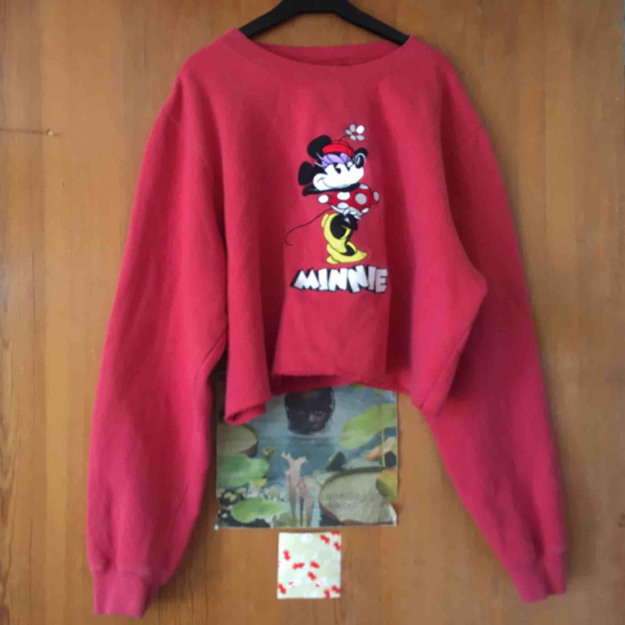 Avklippt tröja, står storlek M men passar en S också. Frakt tillkommer :). Tröjor & Koftor.