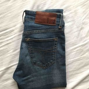 Jeans från Tiger of Sweden (mörkblå). Raka, tighta. Gott skick, knappt använda.
