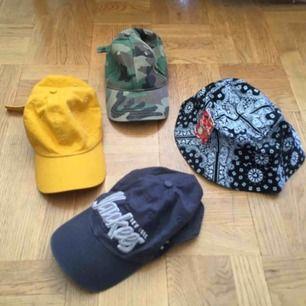 Blå keps 40 kr, militär och gul keps 50 kr st, ny bucket hat 80 kr. Frakt tillkommer :)