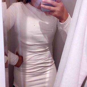Superfin tajt klänning från Dennis Maglic! Ursprungs pris 599kr och den är aldrig använd! Priset går att diskuteras!