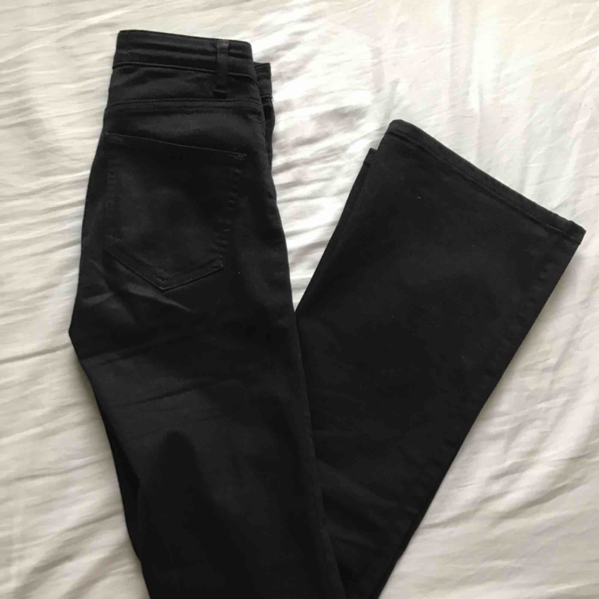 Svarta, bootcut jeans från Zoul Edition. Gott skick!. Jeans & Byxor.
