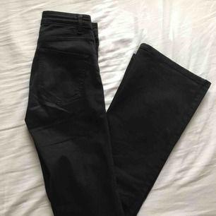 Svarta, bootcut jeans från Zoul Edition. Gott skick!