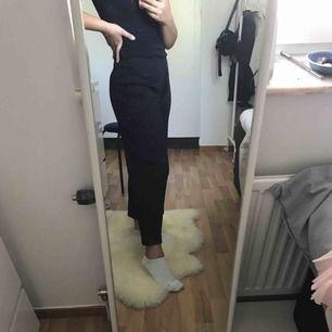 Ett par helt nya as sköna byxor säljes då jag aldrig fått användning för dom tyvärr, i priset är även frakten inkluderat