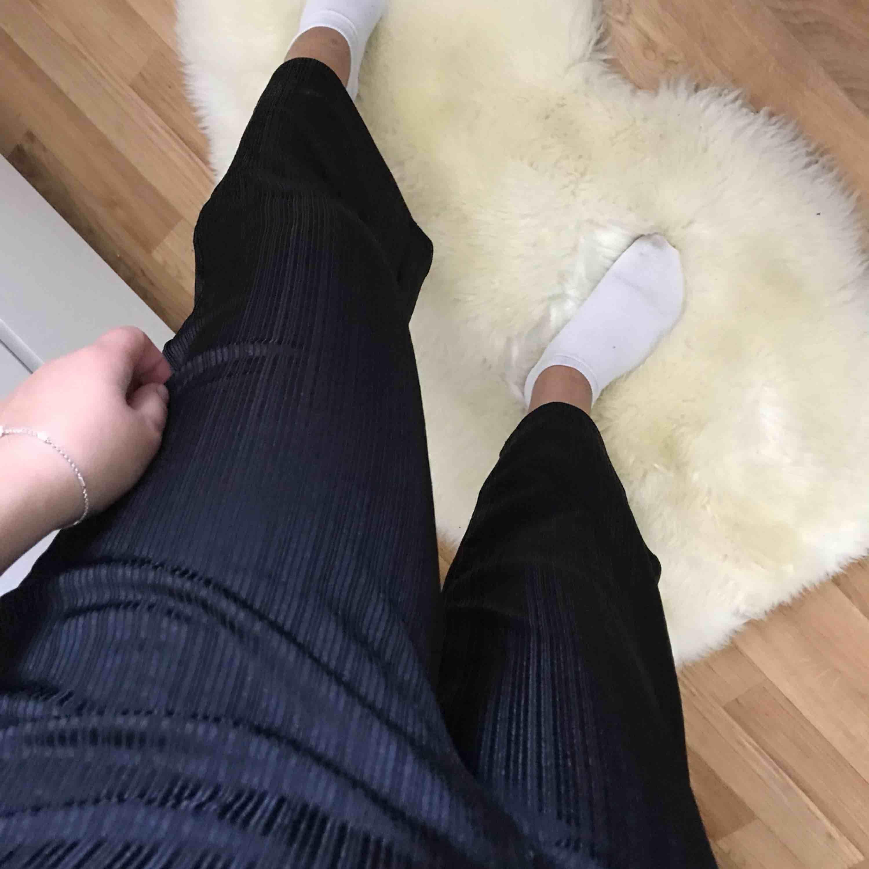 Ett par helt nya as sköna byxor säljes då jag aldrig fått användning för dom tyvärr, i priset är även frakten inkluderat . Jeans & Byxor.