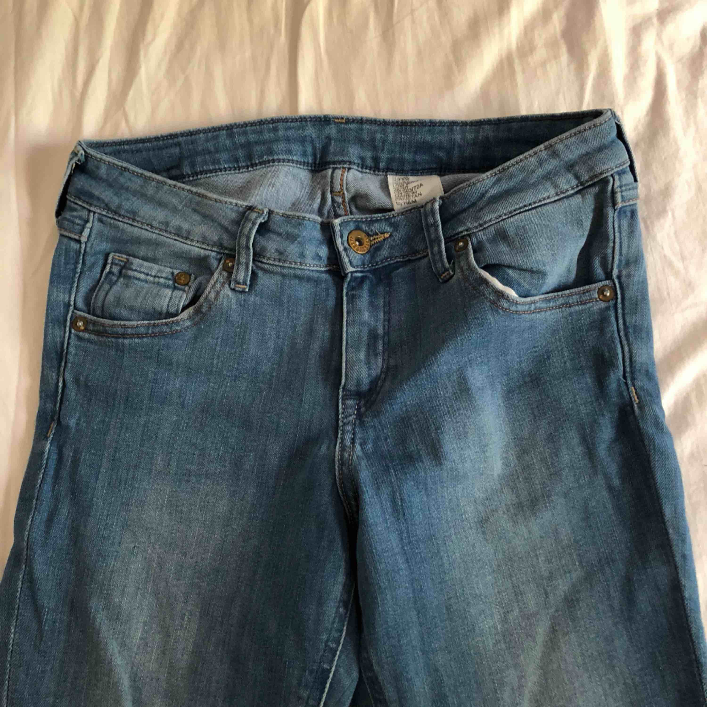 Jeans från HM i bra skick. För små för mig.. Jeans & Byxor.