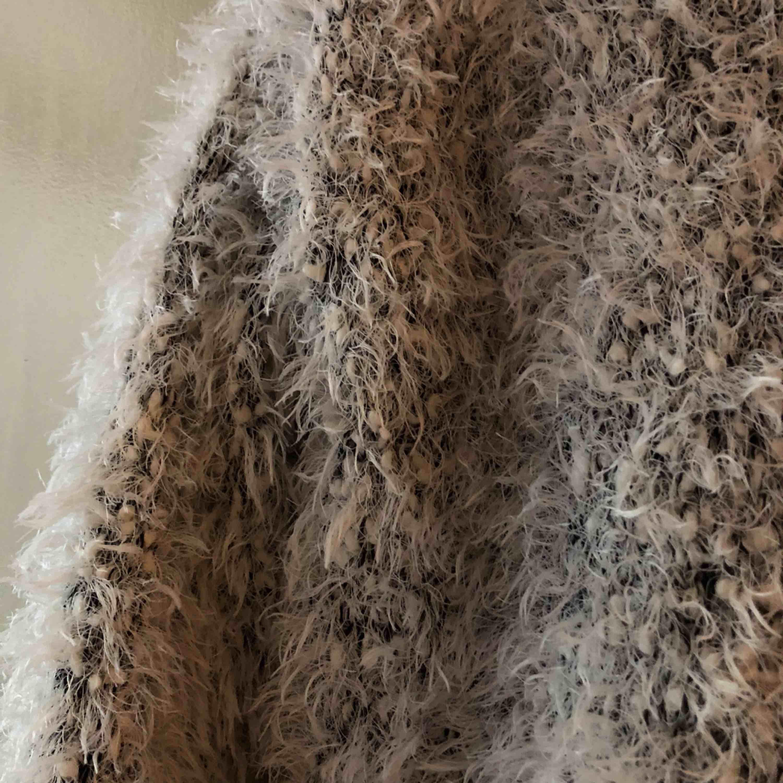 Så snygg tröja från H&M. Får tyvärr inte plats i garderoben . Tröjor & Koftor.