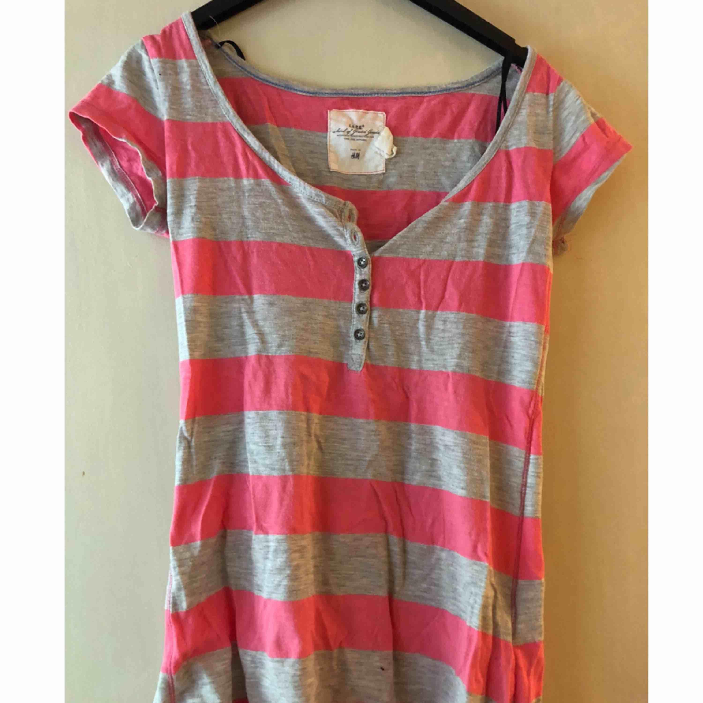 T-shirt från H&M, för liten för mig.. T-shirts.