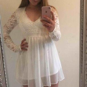 Studentklänning från Nelly med prislapp kvar!