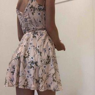 En jätte fin somrig klänning med knytning i midjan 🧡🤩