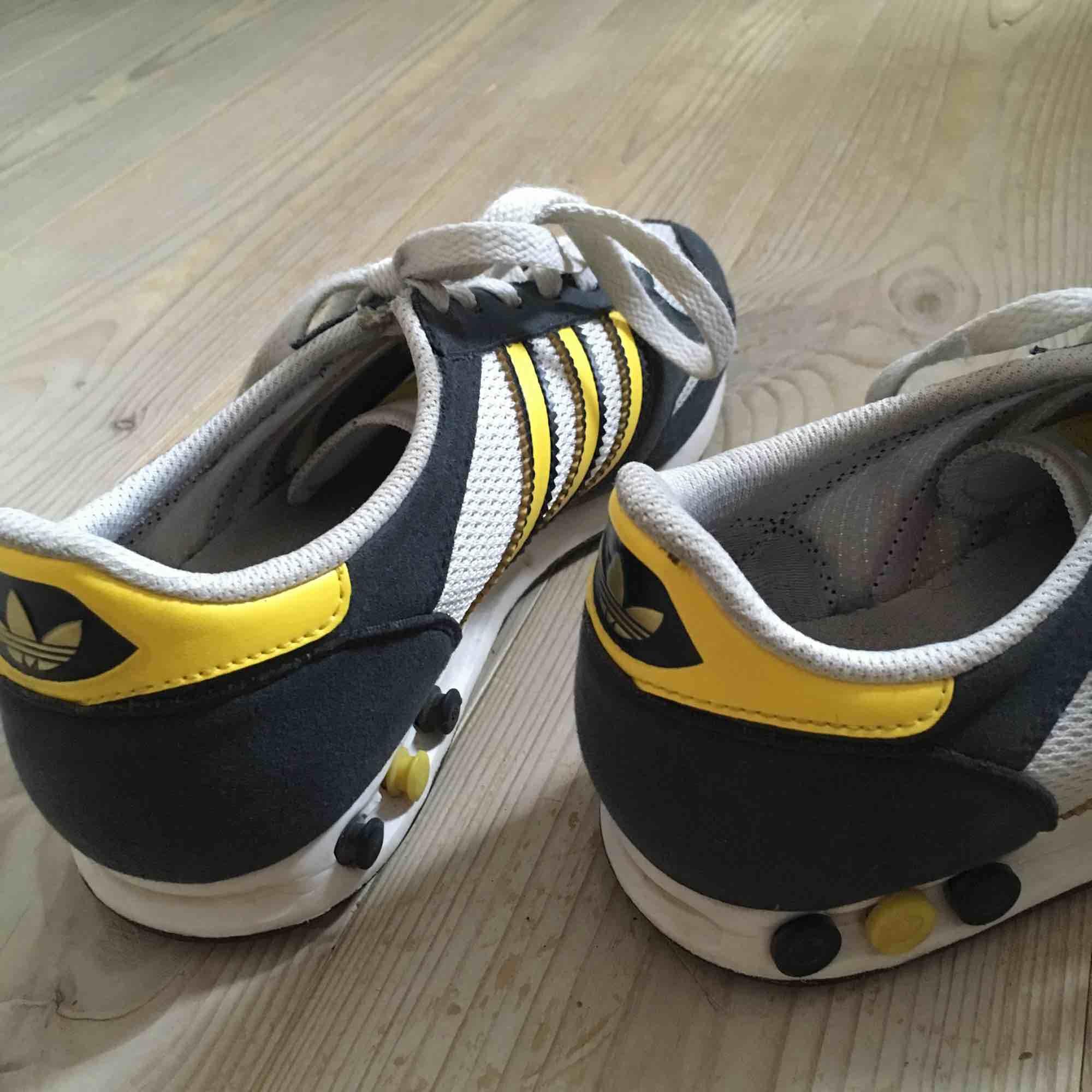 Adidas skor fint skick ✨ . Skor.