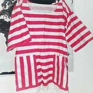 Skitfin randig tunika/klänning, ej storleksmärkt men passar bäst M-XL.
