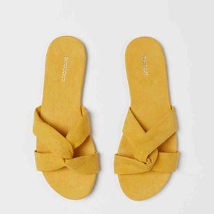 Säljer dessa nya sandaler från H&M köpta i år. Använda en gång. Köparen står för frakt. Kan skicka fler bilder om så önskas.