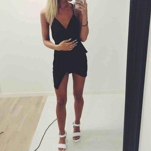 Oanvänd superfin festklänning