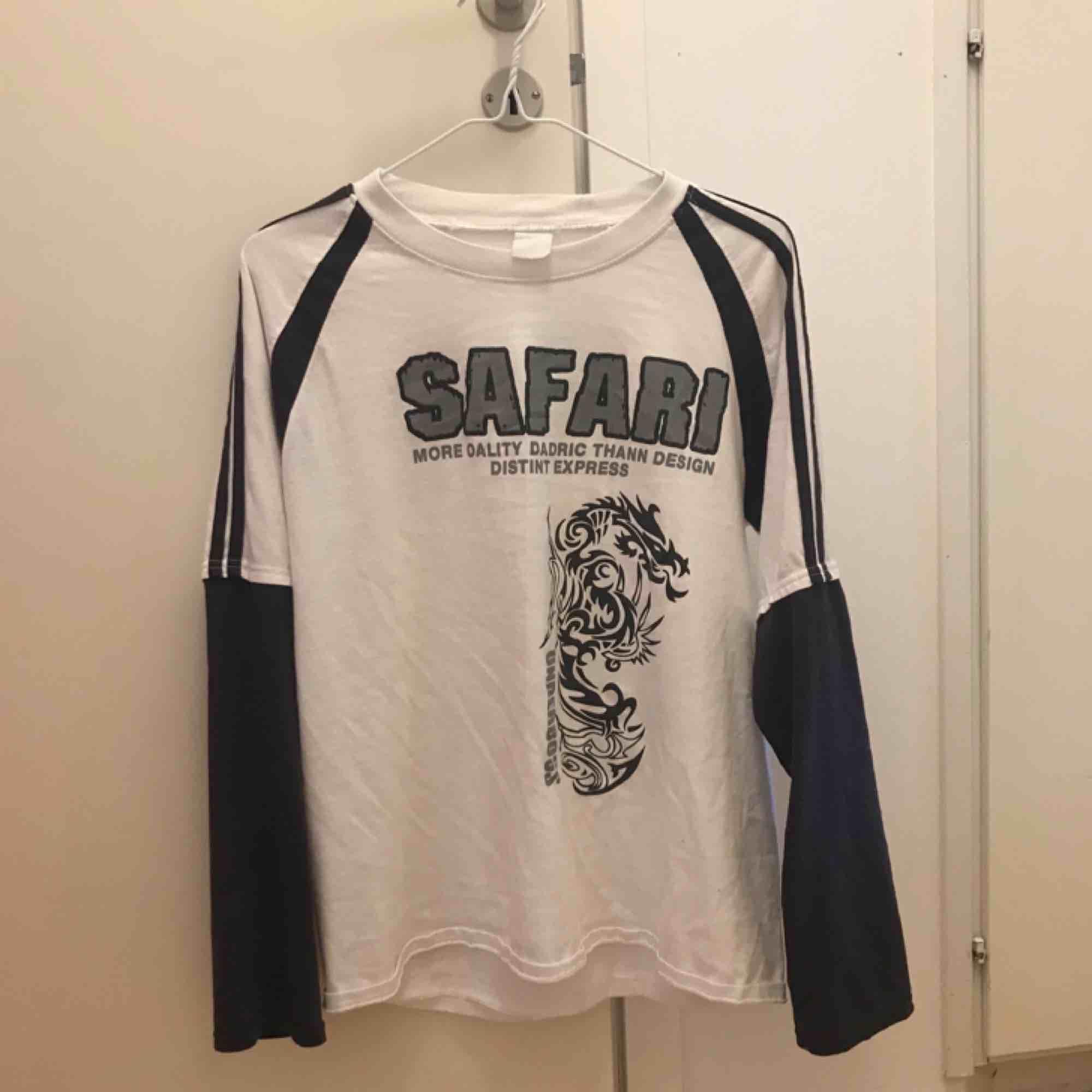 tröja från humana! fraktar inte men möts upp i stockholm. T-shirts.