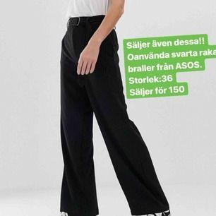 Svarta raka och långa kostymbyxor från ASOS, helt oanvända. Köparen står för frakt 🥰 ber om ursäkt för dåliga bilder, hör av er så kan jag skicka bättre!
