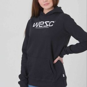 Säljer min WESC hoodie som är i fint skick. 200 kr inklusive frakt. Köpt för ca 500 kr. Betalning sker via swish och jag skickar paket innan du betalar. Först till kvarn.   Kolla gärna in mina andra annonser.