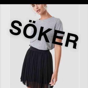 Söker en liknande kjol i svart eller någon annan fin färg så skriv gärna till mig om ni har en🥰🥰🥰