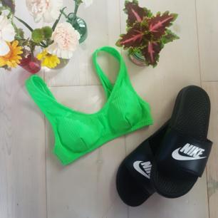 🍊🥑 Bli snyggast på beachen!🥑🍊 Denna lysande bikinitopp kan användas både som bikini eller behå under meshtröjor nu i sommarvärmen. 👙⛱🌞  I nyskick och endast provad, har köpt den här på Plick men eftersom det var fel storlek så ger jag nu dig chans att haffa denna godbit!  Frakt ingår i priset! 💛🧡❤🧡💛