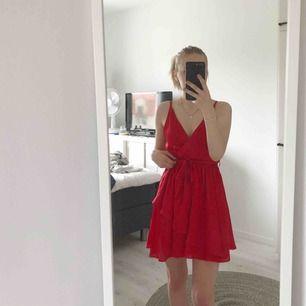 Superfin klänning från Linn Ahlborg x NAKD. Dock bara använd två gånger pga inte riktigt min stil. Nypris 399kr, mitt pris 150kr + frakt.