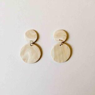 Handgjorda örhängen - frakt 9 kr 🍦