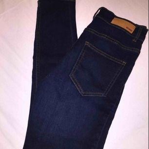 Helt nya jeans från bikbok i xs