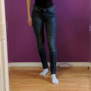 Smil fit Lee jeans i mycket gott skick. Storlek S.  Möts i Stockholm, annars delar vi på frakten!