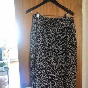 Leo-kjol från Lindex:) köpt 2hand men aldrig använd. 🐆