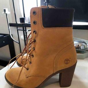 Skor från Timberland, köpta i USA. Använda 2 gånger. Så gott som nya.
