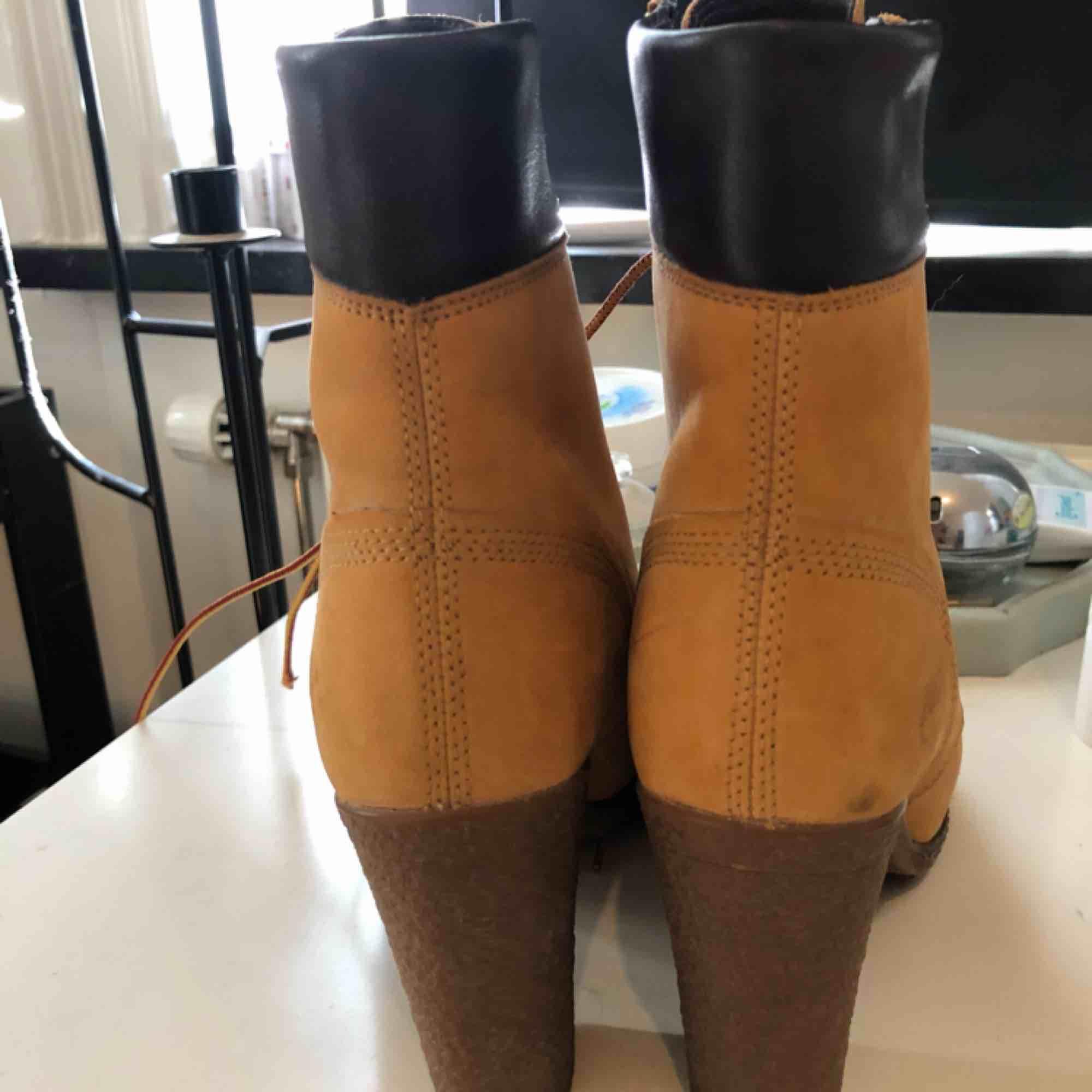 Skor från Timberland, köpta i USA. Använda 2 gånger. Så gott som nya.. Skor.