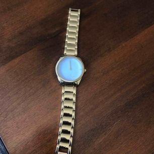 Ny klocka som har aldrig använts. Ej riktigt guld