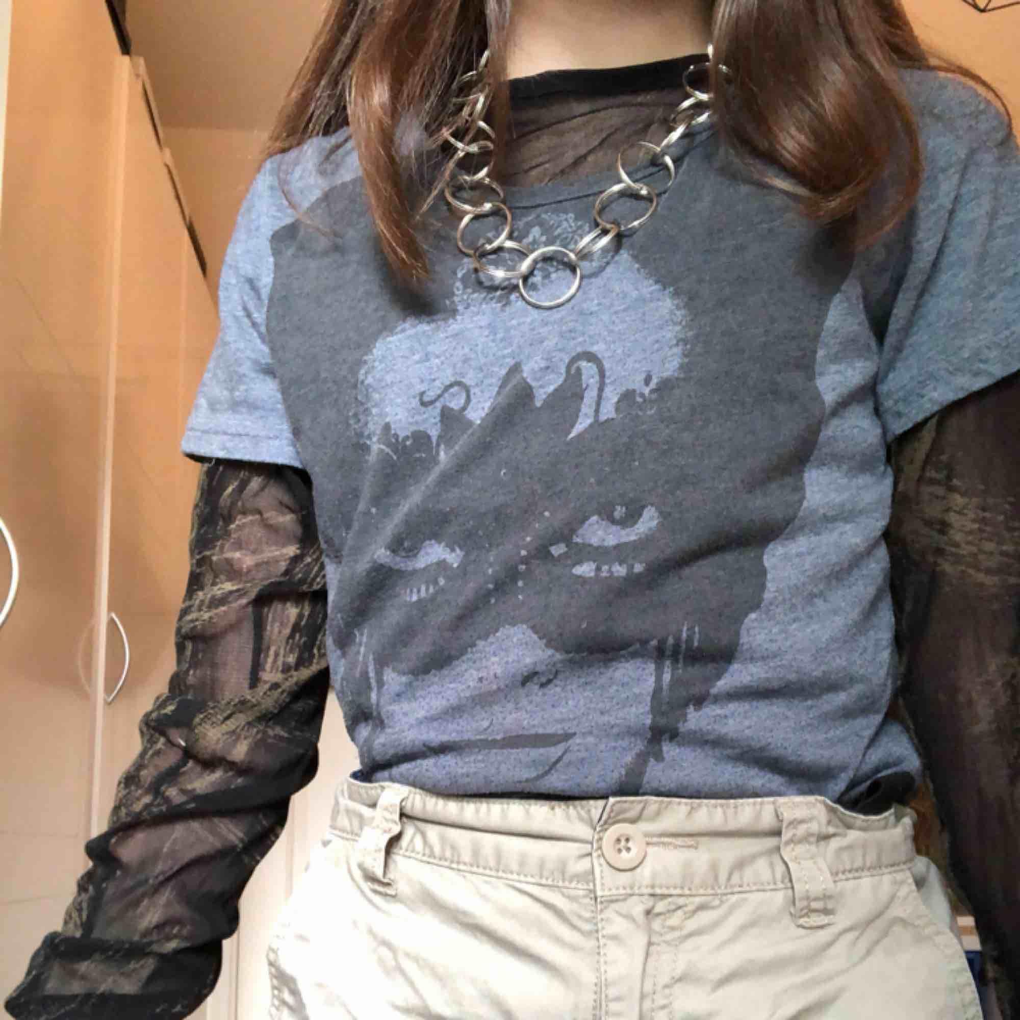 En cool tshirt från vila, rätt använd så den är knopprig. GRATIS FRAKT! 🥰. T-shirts.