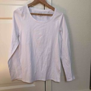 Aldrig använd! Nypris 149! Fin vit tröja i skönt material🌟