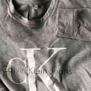 Calvin Klein tröja , fint skick. Kan nötas upp i Borås eller Ulricehamn , även posta.
