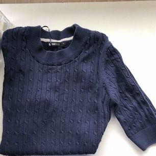 Tröja från Gina tricot , Kan nötas upp i Borås eller Ulricehamn , även posta.