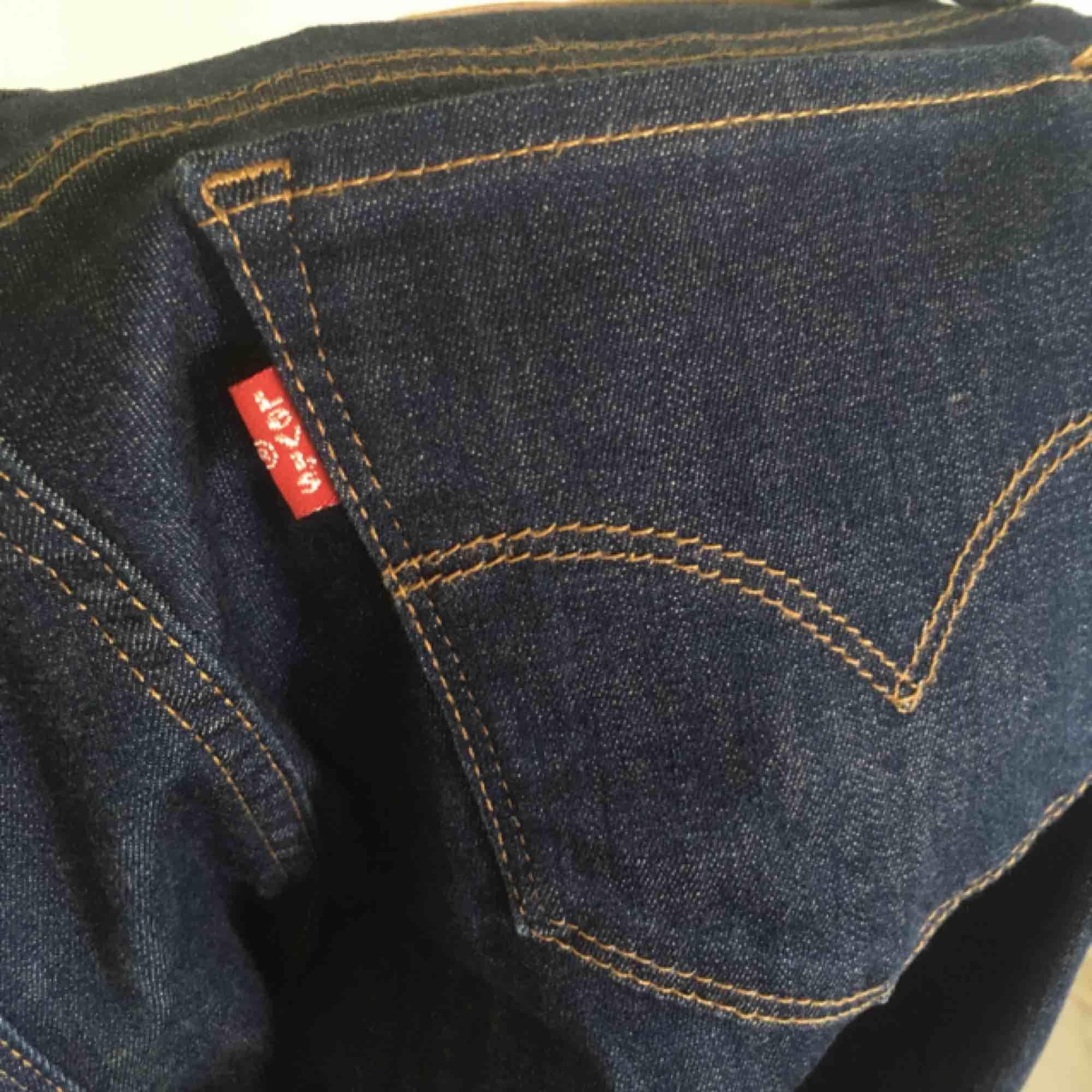 Skinny jeans från Levis! Mycket bra skick, använt ca 2 gånger! . Jeans & Byxor.