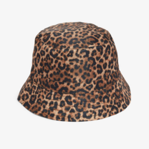 Fin leopard buckethat från Monki. Aldrig använd. Storlek M. Kan skickas annars finns i Malmö! Frakt 20kr