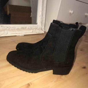 Helt nya skor från hm!  Köparen står för frakt 🌼