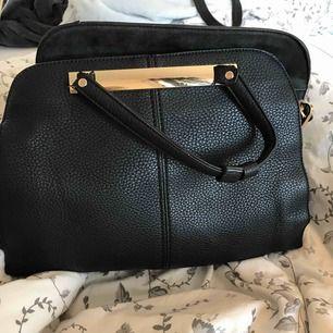 Väskan är helt ny! Har många fack, frakt betalas av köparen och ingen retur.Priset kan diskuteras med