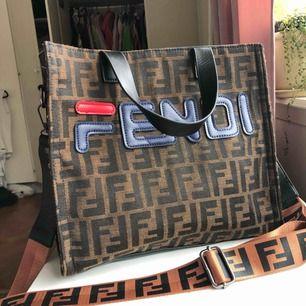 Fendi kopia. Bra kvalite ,rymlig och bekväm väska . Köpt utomlands .  Kan mötas upp i Borås och Ulricehamn , även posta.