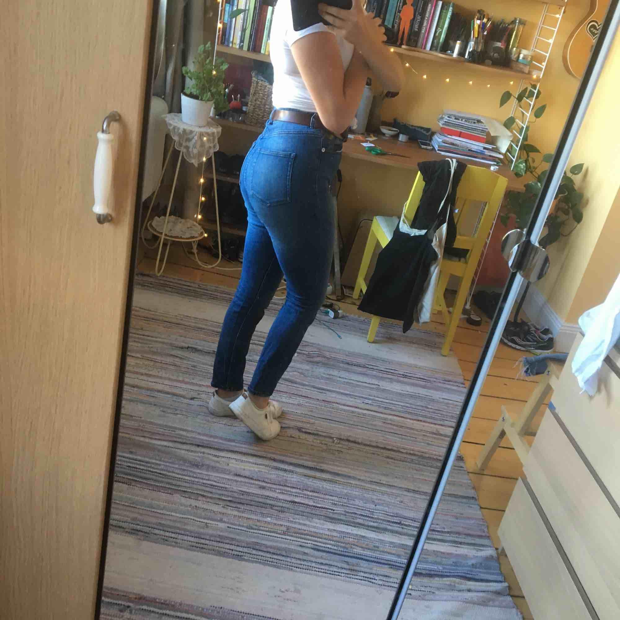 Slim high waist Monki-jeans. Stretch. Nyskick.. Jeans & Byxor.