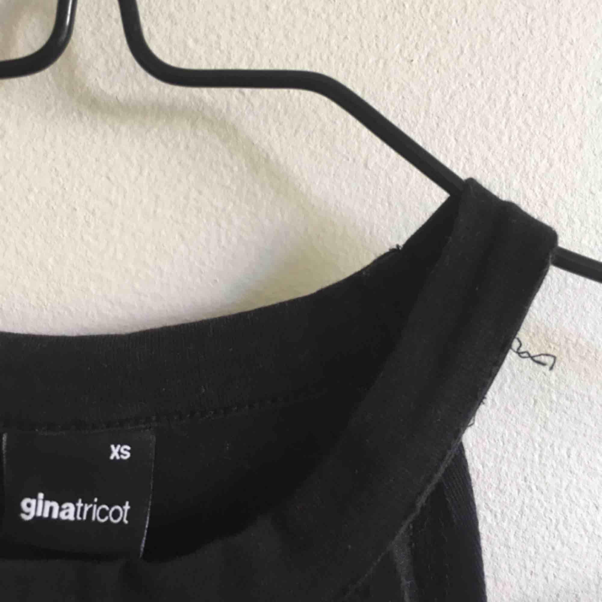 Halterneck linne/topp från Gina Tricot! . Toppar.