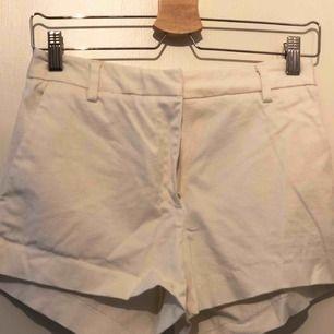 Shorts från H&M, använda en gång. Fint skick!