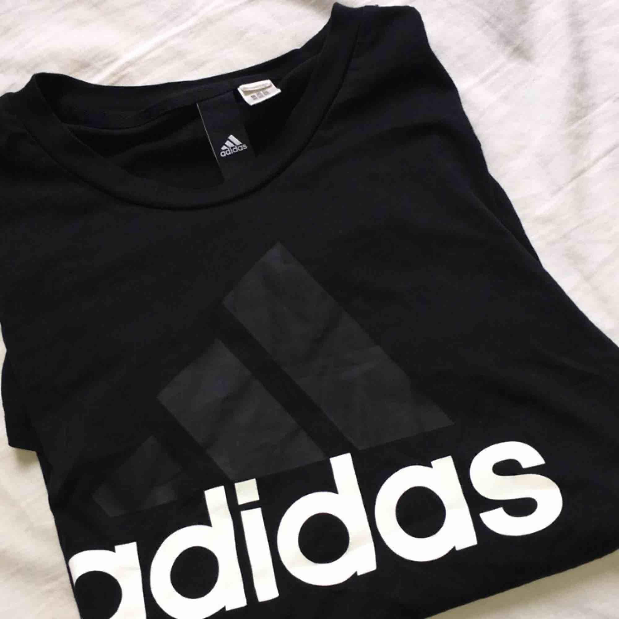 använt en del men ändå i väldigt bra skick  kan mötas upp i Jönköping, Habo eller bankeryd  Tar swish  Kan frakta men då står köparen för fraktkostnaden!. T-shirts.