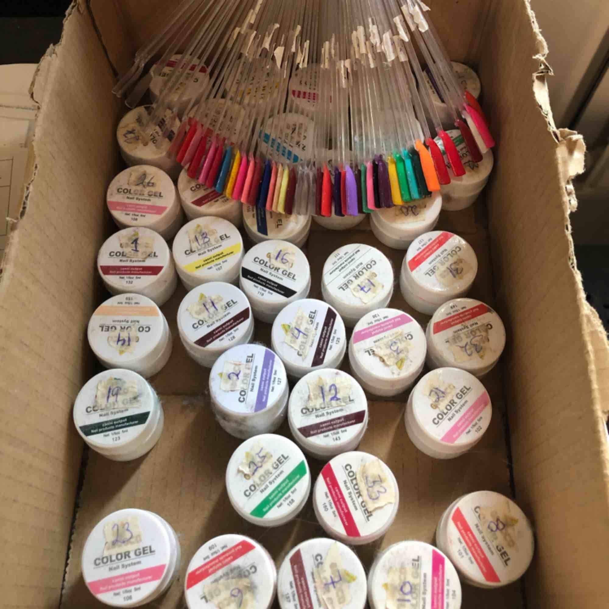 36 olika gelé färger. Jag har markerat färgerna. Frakt tillkommer, möts även i Malmö. . Övrigt.