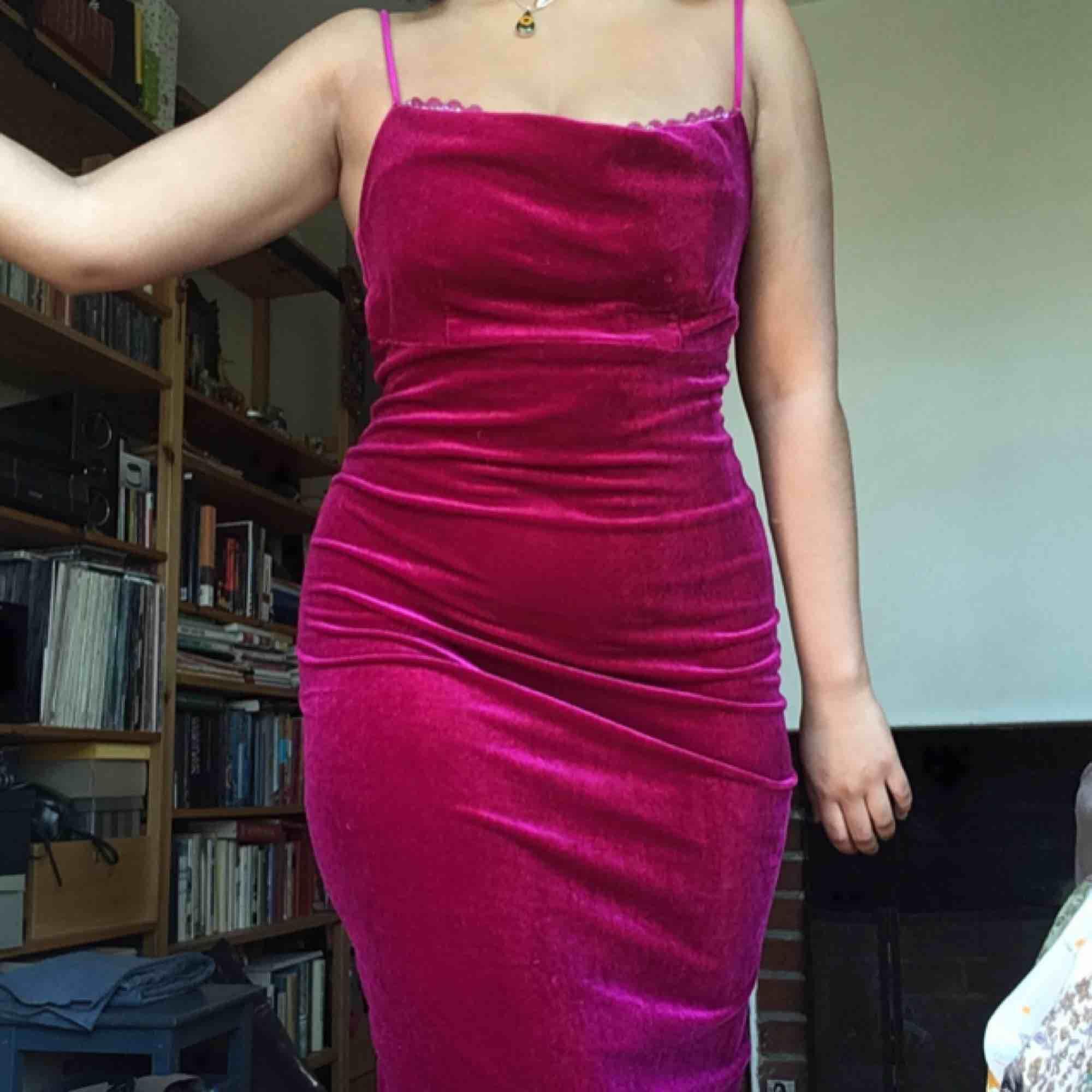 Jättefin vintage sammetsklänning, typ vadlång. Frakt tillkommer :). Klänningar.