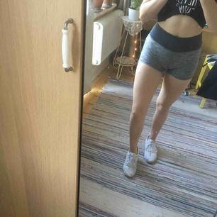 Sköna tränings-shorts. Väldigt sparsamt använda.